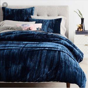 Blue velvet duvet cover king size.
